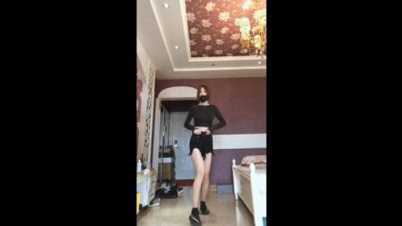 大长腿美女的鬼步舞, 基本功不错, 腿真漂亮!
