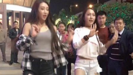 陕西最火的两大美女跳广场舞, 这么好的身材比燕