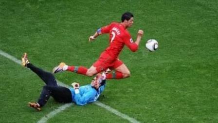 运气爆棚! 国际足坛最搞笑的十个滑稽进球