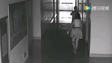 短裙美女去洗手间, 眼镜男跟随其后, 监控拍下龌
