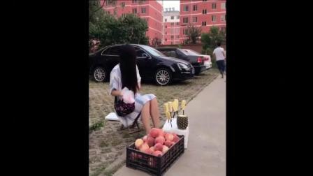 二货男买菠萝样样二块, 聪明反被美女套路太二了