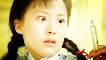 美女在精神病院发疯乱窜, 护士急着到处抓她打针!