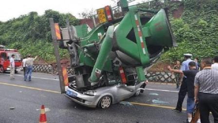 这些离奇车祸, 交警看完都弄不明白, 没有监控记