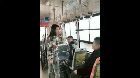 公交车上发现一美女裤子穿反了, 好心提醒一下