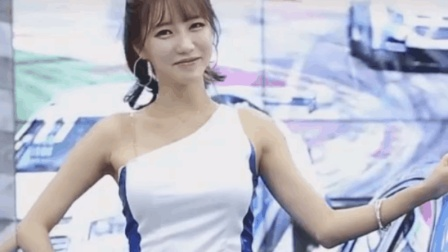 清纯美女车展摆造型, 身材火辣笑容迷人!