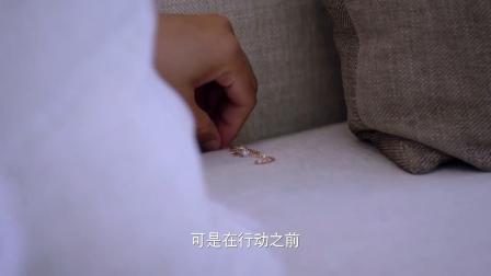男子家中偷情, 沙发留下情妇手链! 网友评: 约炮走肾更要走心