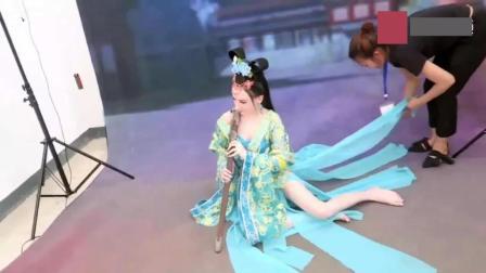 外国美女游中国济南, 也穿上古装拍写真, 真别有