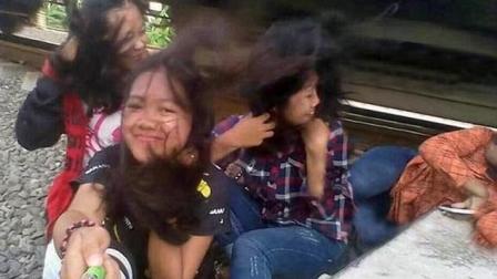 16岁少女铁轨边自拍 按快门瞬间被火车爆头撞飞