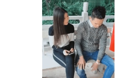 搞笑视频: 美女让男朋友给他唱首歌, 套路太深了