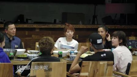 未播: 王源给爷爷奶奶买了电脑, 但害怕他们看到