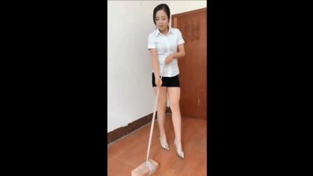 短裙高跟鞋美女测试肉丝袜的韧性