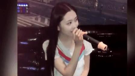 在KTV认识了一位美女, 唱歌好听人又漂亮