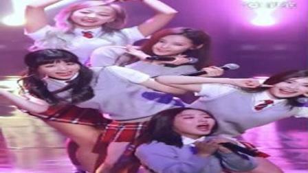 韩国女团饭拍秀, 大长腿美女格子超短裙, 校服诱