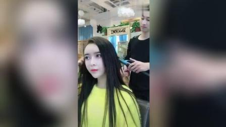 美女小姐姐做完头发, 把发型师吓了两跳!