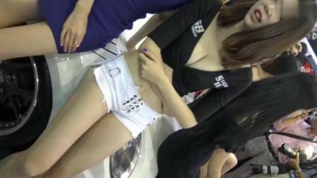 性感美女车模的热裤大长腿 - 性感美女车模的热