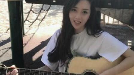 清纯美丽的吉他校花校园弹吉他走红