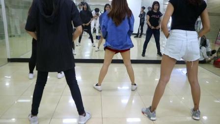 印尼美女 Natya Shina 性感热舞, 泫雅《LIP & HIP》