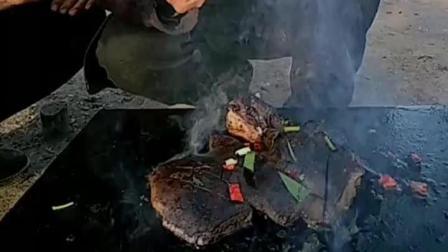 大毛小吃货: 六爷又来凑热闹了, 石板烤猪肝, 锡