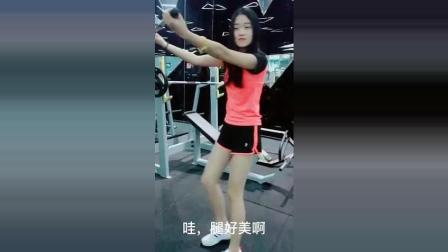 健身房整蛊美女空姐, 3秒后美女反应太可爱了!