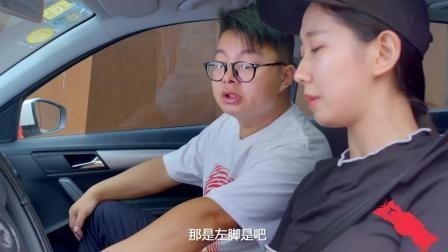 【搞笑视频】 尴尬! 美女来练车, 男教练