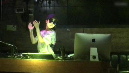 一首好听上瘾DJ舞曲《爱情雨夹雪》, 百听不厌