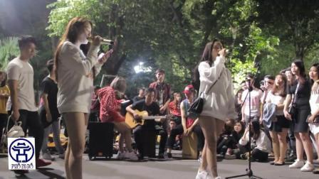 越南美女街头翻唱 - 雨中的女孩