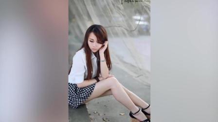 清纯美女户外短裙写真, 甜美迷人
