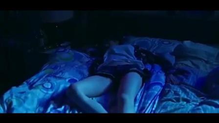 男子刚到家就发现喝多酒的同居美女躺在了自己床上, 同居男子心里喜滋滋!