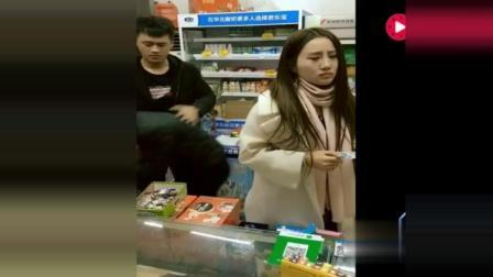 搞笑视频: 二货男见小偷偷东西出手相助, 美女你