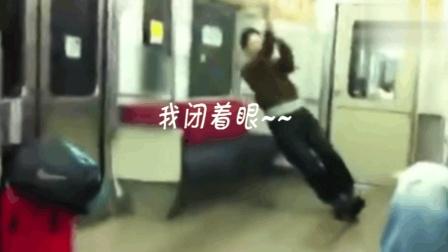 搖晃電車上