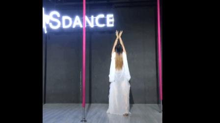 美少女性感钢管舞