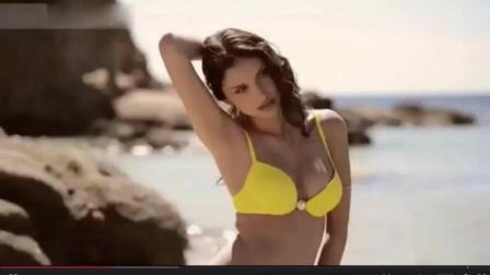 国外比基尼: 性感沙滩美女比基尼写真