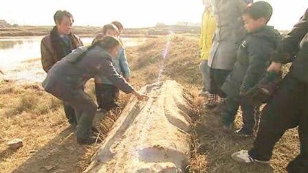 考古学家挖到一具700年前干尸, 检查完后感觉这人