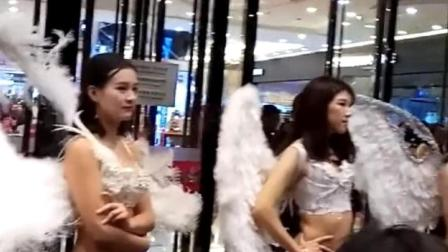内衣发布会T型台上的三点式内衣天使, 这些模特