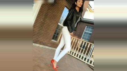 潮流范搭配! 街拍: 美女爱紧身牛仔裤, 爱黑色夹