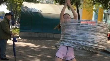 美女玩呼啦圈的最高境界!