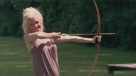 国外恶搞: 美女射箭脱靶射中情侣, 爆笑!