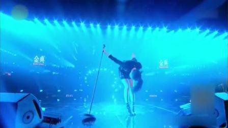 《歌手2018》张天: 唱完深鞠一躬, 回应观众们的支