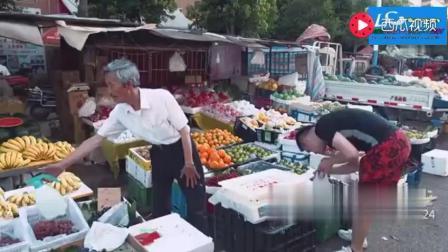 陈翔六点半: 卖水果的大爷贪小便宜, 为了一块钱