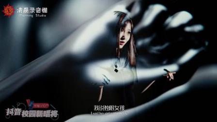 太炫酷! 这首歌的MV拍成了科幻片, 看美女如何超
