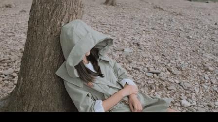 美少女在小树林自拍, 竟被同伴误会成在打野战