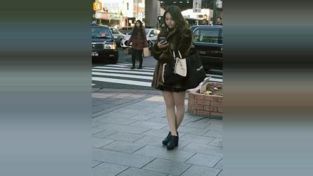 日本冬天街头拍摄的日本美女, 上身皮草, 下身丝