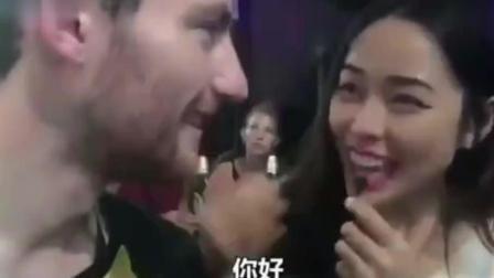 美女泰式英文访问, 小哥表示听不懂