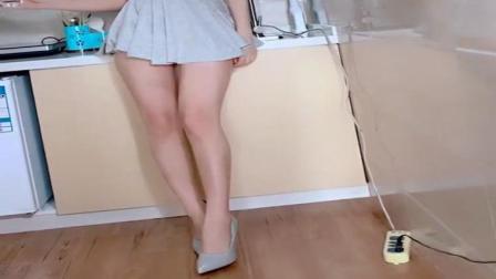 超短百褶裙, 就是专门为展示大长腿的时尚美女量
