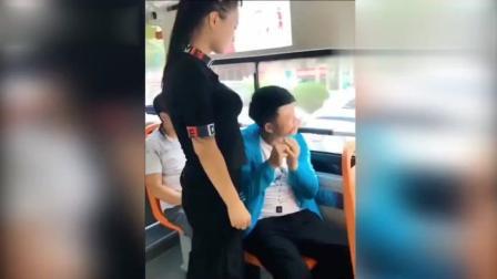 二货美女坐公交车, 笑得我肚子痛, 哈哈哈
