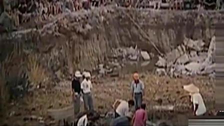 考古队挖出巨棺, 打开后吓得腿直发软, 棺内出惊