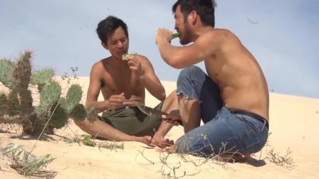 饑餓難耐的小哥沙漠上偷鴕鳥蛋吃, 用太陽就蒸熟了!