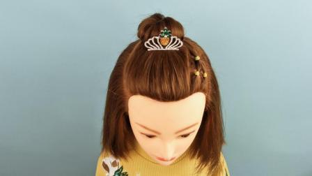 儿童适合戴皇冠的发型 短发半丸子头的扎法视频视频