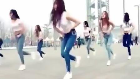点击观看《鬼步舞Seve视频 广场很多美女一起跳曳步舞》