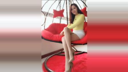 高跟鞋配短裙即时尚又显身段, 看这傲娇的美女就